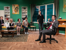 FLAT OUT by Jennifer Selway. Upstairs at the Gatehouse, London. 4****. William Russell